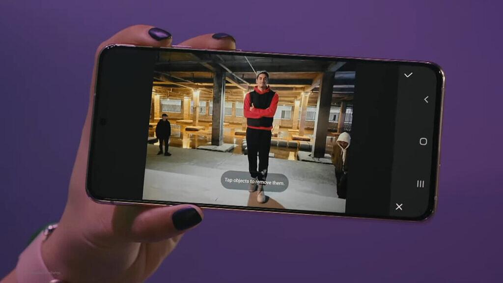 擦除照片中的人物:Galaxy S21这个新功能很强悍