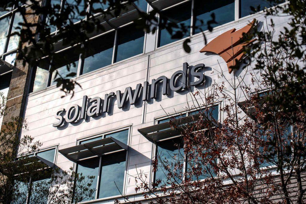 """微软:SolarWinds黑客""""查看了内部源代码"""""""